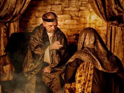 KING HEROD SPEAKS WITH WISE MEN