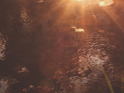 SUMMER LIGHT RIPPLES