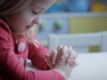 Little Girl Praying Motion Worship Worshiphouse Media