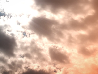 ORANGE CLOUD LIGHT RAYS