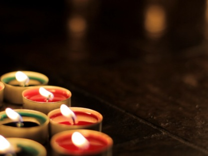 RED GREEN CHRISTMAS CANDLES
