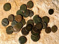 ROMAN COINS SPILLED 1